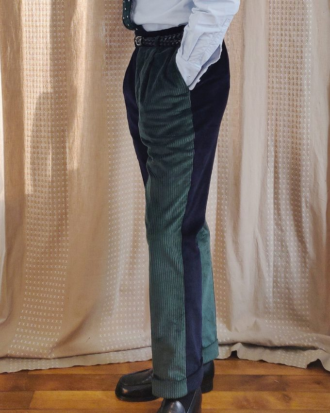 Pantalon bicolore vert et bleu en velours